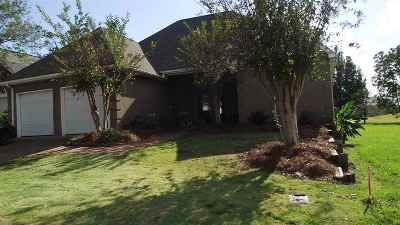 Canton Single Family Home For Sale: 907 Oak Trail Dr