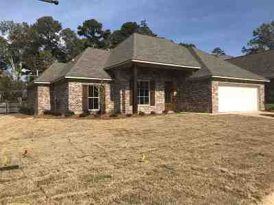 Single Family Home For Sale: 201 Crestwood Cv
