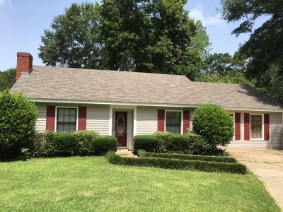 Single Family Home For Sale: 229 Maplewood Dr