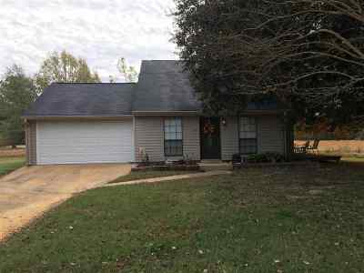 Madison Single Family Home For Sale: 152 Minninger Blvd