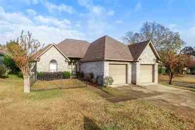 Madison Single Family Home For Sale: 113 Links Cv