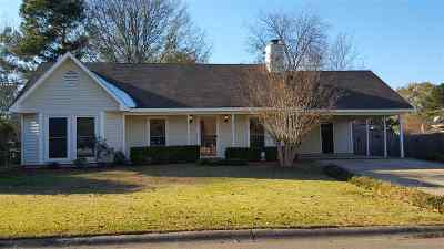 Ridgeland Single Family Home Contingent: 103 Fox Run Dr