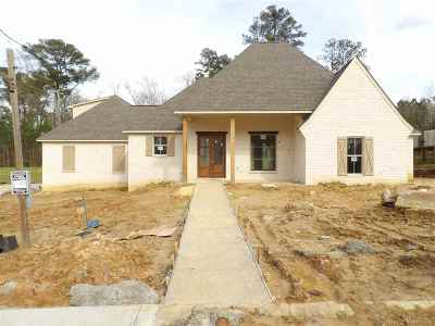 Brandon Single Family Home For Sale: 134 Twin Oaks Dr