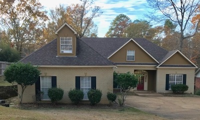 Madison Single Family Home For Sale: 79 Moss Woods Dr