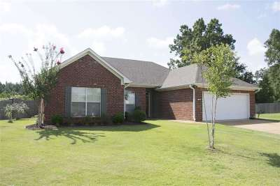 Brandon Single Family Home For Sale: 504 Parker Cv