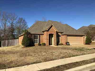 Madison Single Family Home For Sale: 186 Lakeway Dr