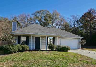 Brandon Single Family Home For Sale: 324 Swan Dr