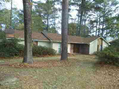 Brandon Single Family Home Contingent/Pending: 142 Dogwood Cir