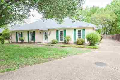 Ridgeland Single Family Home For Sale: 105 Honeysuckle Dr