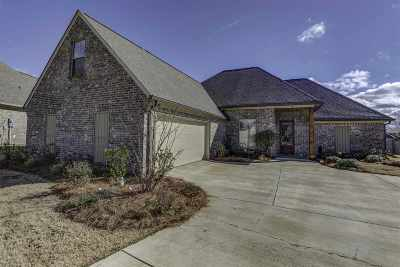 Madison Single Family Home For Sale: 137 Essen Ln