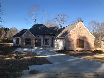 Madison Single Family Home For Sale: 153 Stone Creek Dr