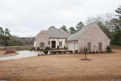 Madison Single Family Home For Sale: 104 Livingston Cove