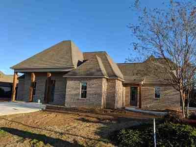 Madison Single Family Home For Sale: 263 Caroline Blvd