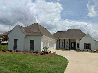 Madison Single Family Home For Sale: 343 Caroline Blvd