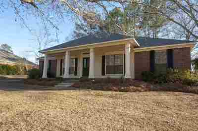 Madison Single Family Home For Sale: 119 Oak Ridge Cir