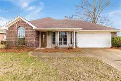 Pearl Single Family Home Contingent: 504 Oak Ridge Way