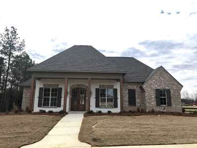 Madison Single Family Home For Sale: 101 Lake Bend