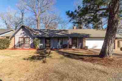 Clinton Single Family Home Contingent: 102 Spanish Moss Dr