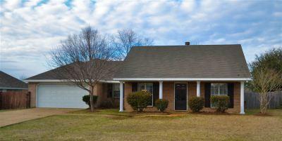 Pearl Single Family Home For Sale: 108 Laurel Park Pl