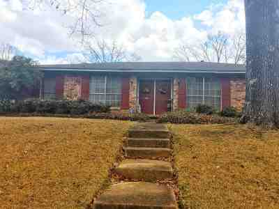 Clinton Single Family Home Contingent: 108 Cypress Cir