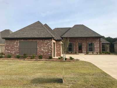 Madison Single Family Home For Sale: 104 Murrell Dr