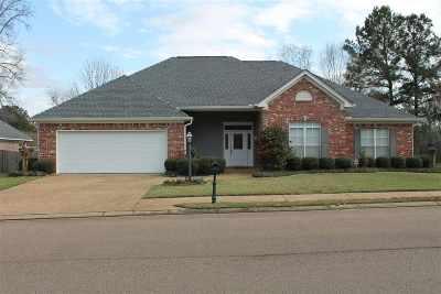 Byram Single Family Home For Sale: 447 Huntington Dr