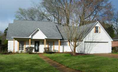 Madison Single Family Home For Sale: 204 Clark Farms Rd