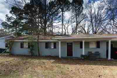 Ridgeland Single Family Home For Sale: 209 Peach Orchard Dr