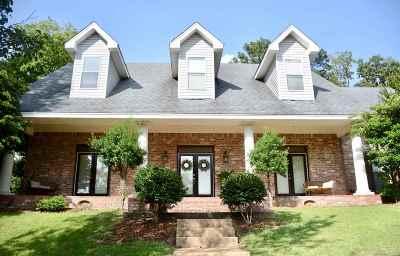 Brandon Single Family Home For Sale: 348 Woodlands Dr