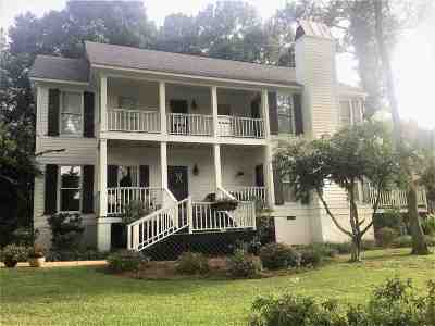 Ridgeland Single Family Home Contingent/Pending: 157 N Maple St