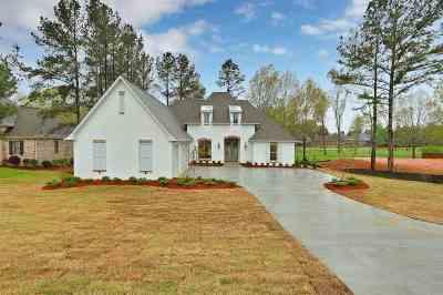 Madison Single Family Home For Sale: 457 Caroline Blvd