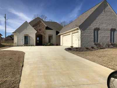 Madison Single Family Home For Sale: 135 Camden Lake Dr