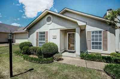 Clinton Single Family Home Contingent: 125 Villa Way