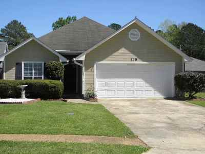 Florence, Richland Single Family Home Contingent: 139 Dogwood Cir