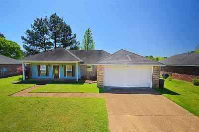 Byram Single Family Home Contingent: 606 Willow Bay Dr