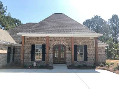 Madison Single Family Home For Sale: 136 Camden Lake Dr