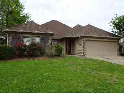 Lake Caroline Single Family Home For Sale: 101 Links Cv
