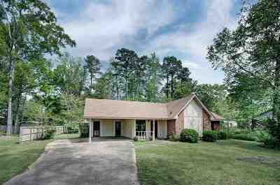 Brandon Single Family Home Contingent/Pending: 108 A Martin Rd