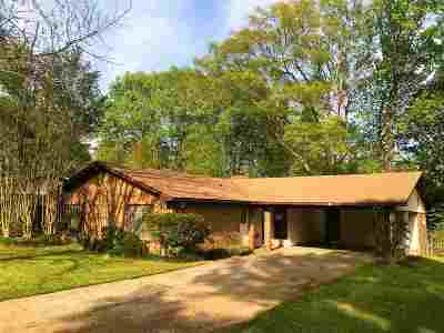 Clinton Single Family Home Contingent: 305 Indian Mound