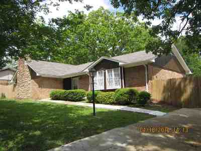 Clinton Single Family Home For Sale: 903 Longwood Pl #903