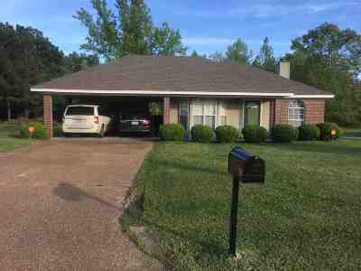 Pearl Single Family Home Contingent: 528 Oak Ridge Way