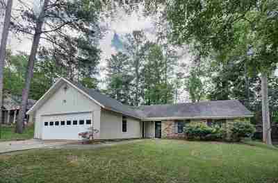 Brandon Single Family Home For Sale: 111 Sara Dr