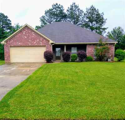 Canton Single Family Home Contingent/Pending: 627 Woodlands Dr