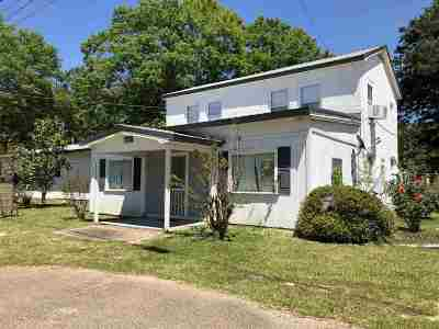Scott County Single Family Home For Sale: 8487 N Hwy 35 Hwy