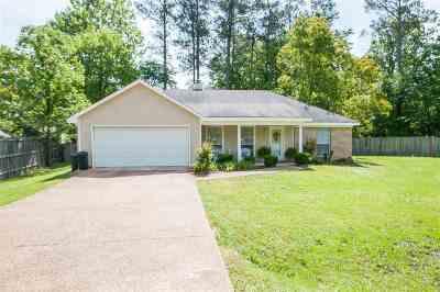 Brandon Single Family Home For Sale: 103 Quail Cv
