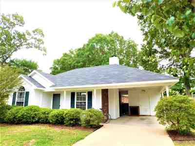 Brandon Single Family Home For Sale: 615 Mockingbird Cir