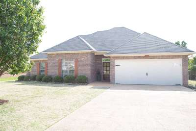 Madison County Single Family Home Contingent/Pending: 218 Crescent Ridge