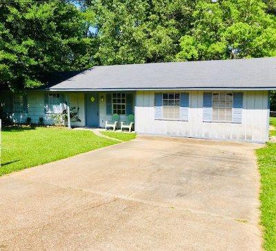 Ridgeland Single Family Home Contingent/Pending: 206 E Clay St