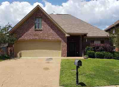 Rankin County Single Family Home Contingent/Pending: 143 W Pinebrook Dr