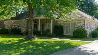 Single Family Home For Sale: 31 Dawnview Dr